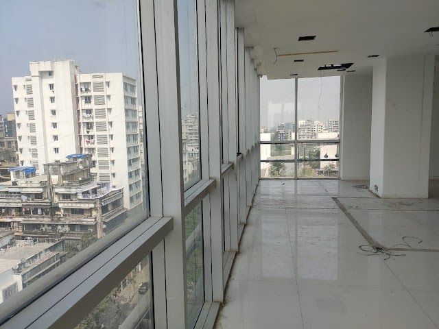 COMMERCIAL SPACE AVAILABLE FOR OFFICE/GYM/PRODUCTION HOUSE AT BANDRA  SV ROAD AND KHAR WEST,MUMBAI