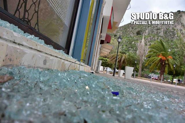 Δυνατός αέρας στο Ναύπλιο προκάλεσε ζημιές (βίντεο)