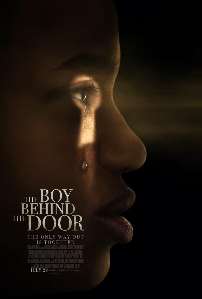 Shudder показал трейлер фильма ужасов «Мальчик за дверью» от авторов «Джинна» - Постер 1