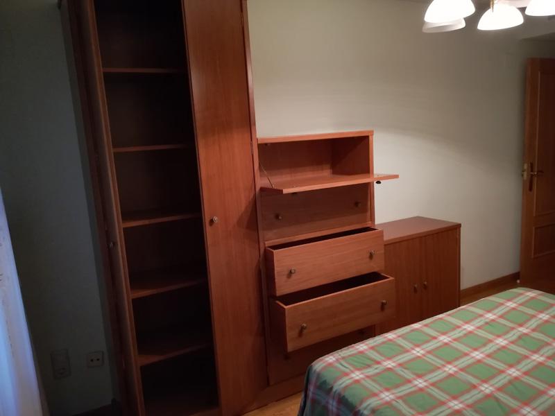 Armario de dormitorio en pino a medida muebles cansado zaragoza carpintero ebanista artesano - Muebles a medida en zaragoza ...