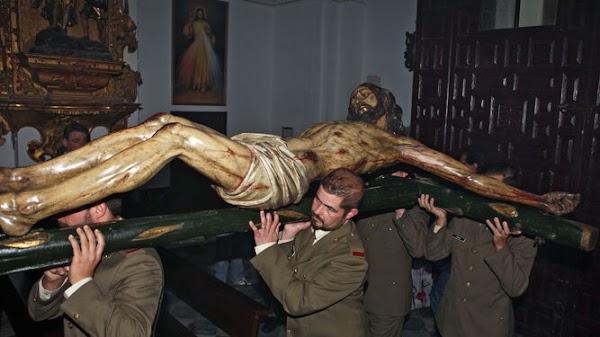 Un vía crucis 'a la jerezana' en Cádiz