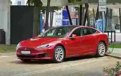 Tesla with 'no driver' crashes in Texas Two Die: Safety Concerns?