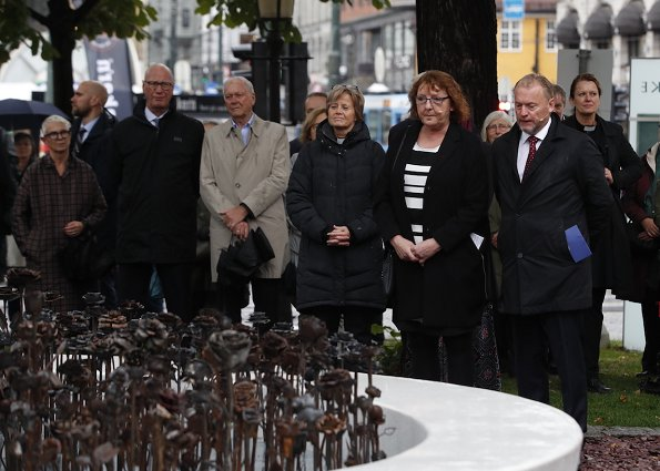 The art project Iron Roses was initiated by Tobbe Malm and Tone Mørk Karlsrud after the terrorist attacks in Oslo and on Utøya