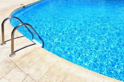 Criança de 1 ano morre após se afogar em piscina em MT