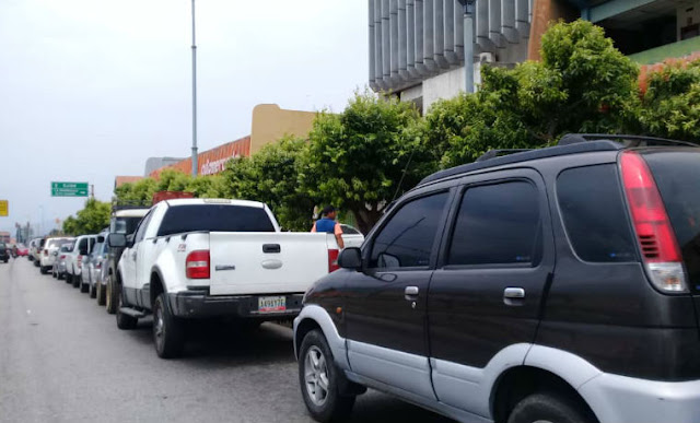 Pendiente al echar gasolina: combustible que surten en Caracas daña los vehículos