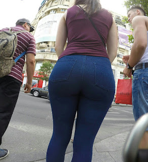 Nalgas redondas calle chava pantalon apretado
