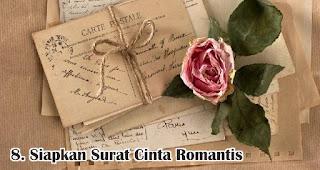 Siapkan Surat Cinta Romantis merupakan salah satu tips membuat dekorasi valentine romantis dengan mudah