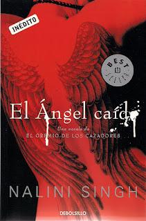 Portada del libro El ángel caído de Nalini Sigh. Con un filtro rojo se ve la espalda de una mujer con unas alas tatuadas