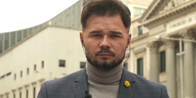 Gabriel Rufián . Puertas Congreso