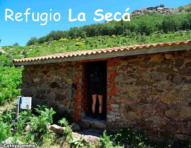 Refugio no guardado en la Senda de la Garganta de Bohoyo en la Sierra de Gredos.
