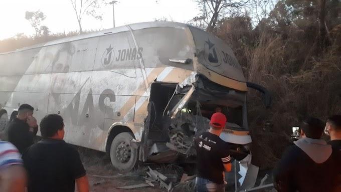 Acidente com ônibus de Jonas Esticado deixa três feridos na BR-226, no Maranhão