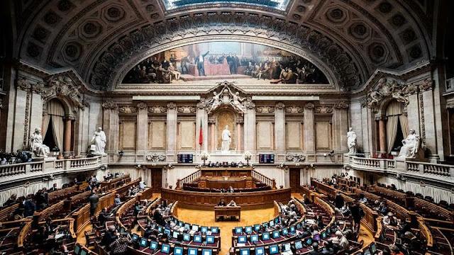 Portugal | Nazismo vs comunismo. Polémica chega à Assembleia da República
