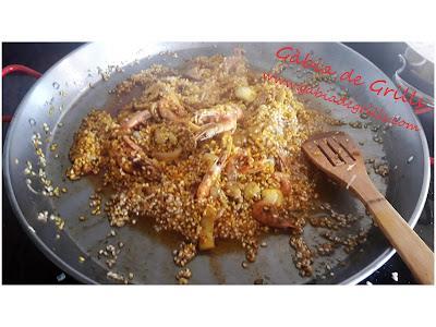 mezclando-sofrito-arroz-colorante-pimentón