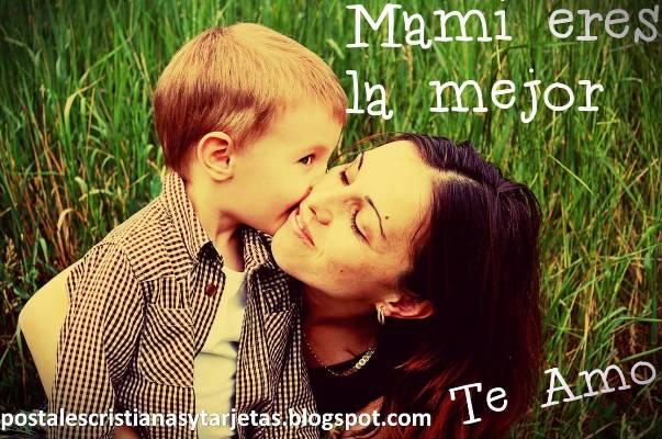 Postal Mamá eres la mejor del mundo. Feliz día de las madres, feliz cumpleaños mami, felicitaciones. Te amo Mamita. Postal para una madre especial. beso de niño