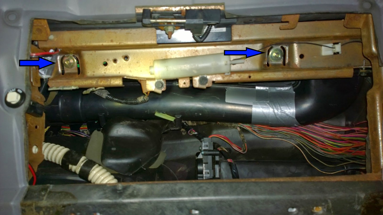 airbag bolts [ 1600 x 900 Pixel ]