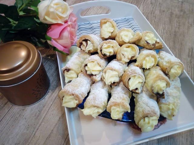Rurki z ciasta francuskiego rurki z kremem czekoladowo orzechowym rurki z kremem budyniowym z mleka w proszku ciastka z nutella szybkie ciasta z ciasta francuskiego