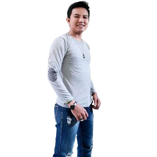 Lian Rahman Bernyanyi. Lagunya Sukses diputar di Malaysia
