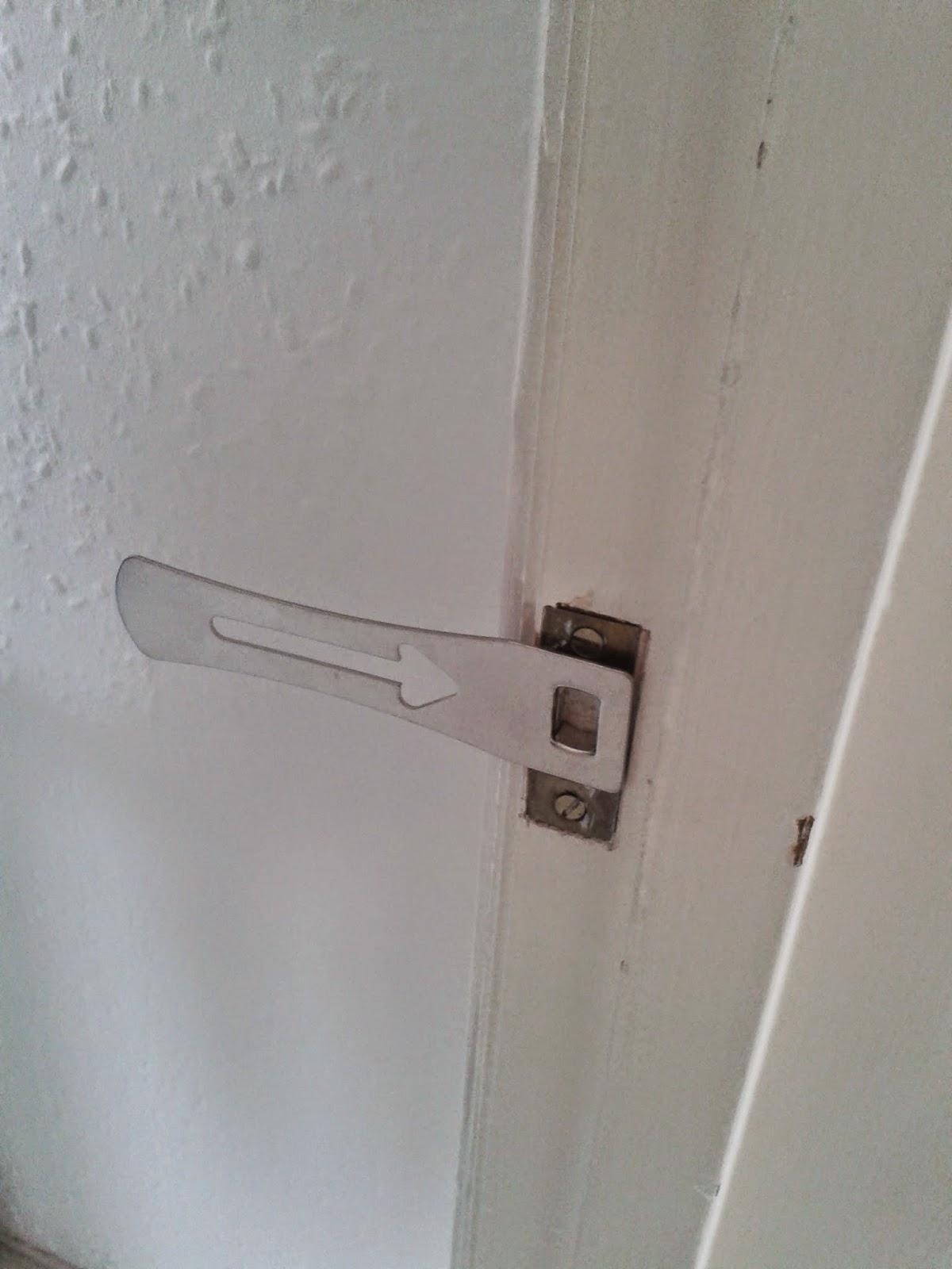Easy Lock lockplate in door