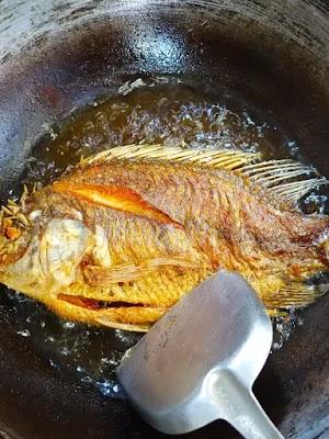 Resep Ikan Mujair Goreng Bumbu Bawang Ketumbar GurihMimi Rohmitriasih