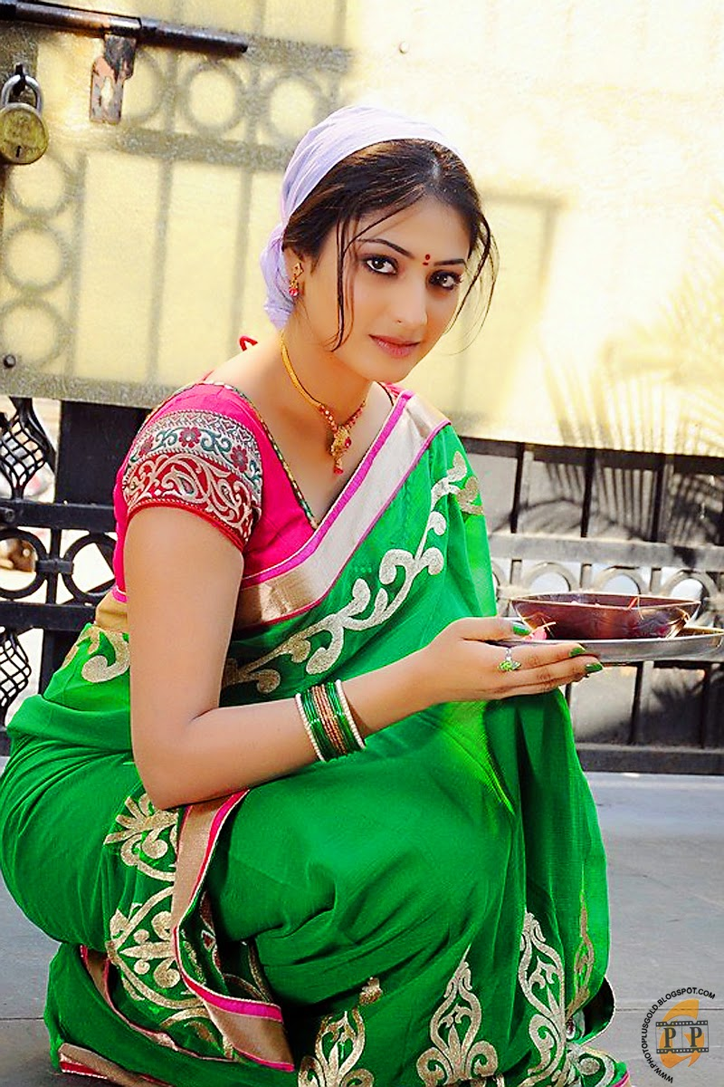 Unseen Girl Wallpaper Haripriya South Indian Heroine As Homely Girl Hq Photo