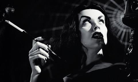 vampira-maila-nurmi-cigarrette