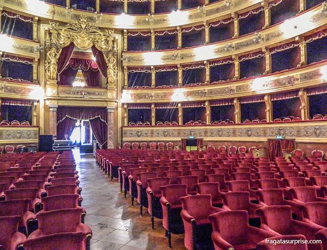 Viagens inspiradas em filmes - Teatro Máximo, Palermo, Itália (O Poderoso Chefão)