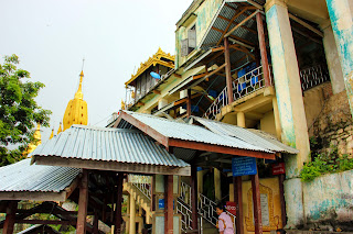 Escaleras techadas - Monte Popa - Bagan - Myanmar