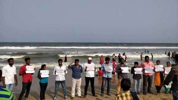 மெரினாவில் மீண்டும் போராட்டம் : சென்னையில் பரபரப்பு