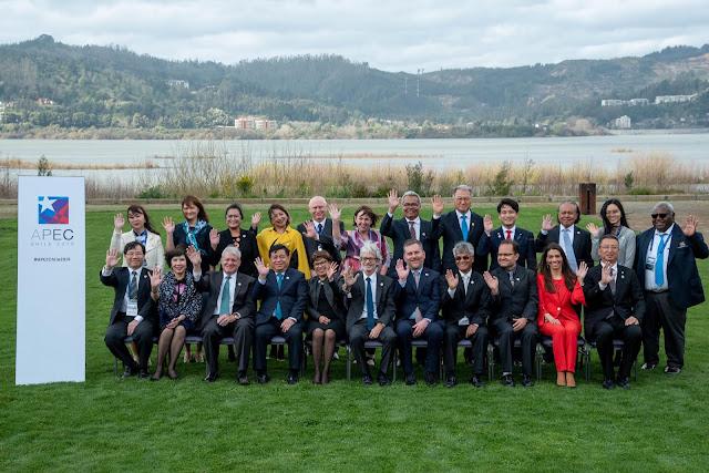 經濟部林全能次長(前排左一)代表出席第25屆APEC中小企業部長會議(圖片提供APEC)