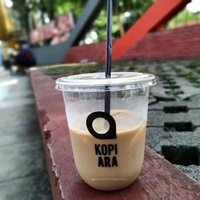 Sensasi ngopi Iced Java dari Kopi Ara di pinggir jalan sambil gowes