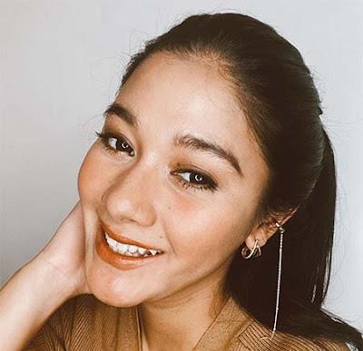 Naysilla Mirdad Senyum