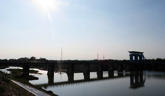 Jembatan Bendung Colo di Atas Sungai Bengawan Solo