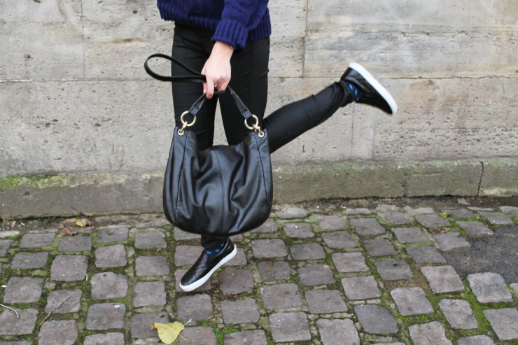 Tips to look expensive: wear a black bag