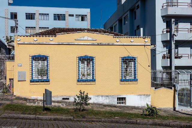 Casa na Rua Desembargador Isaías Bevilaqua.