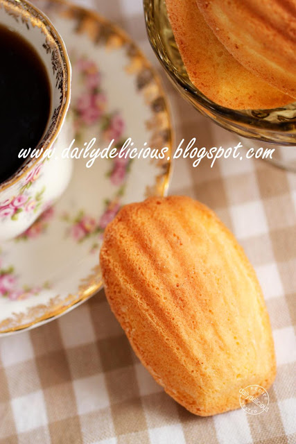 Cake Batter Golden Oreo Cookies