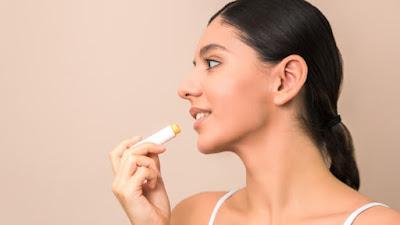 4 Hal Yang Perlu Diperhatikan Sebelum Membeli Lip Balm