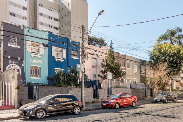 Conjunto de casas na Rua Desembargador Isaías Bevilaqua