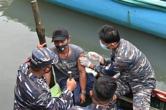 Begini Cara TNI AL Kotabaru Mengedukasi Masyarakat Tentang Vaksin Covid-19