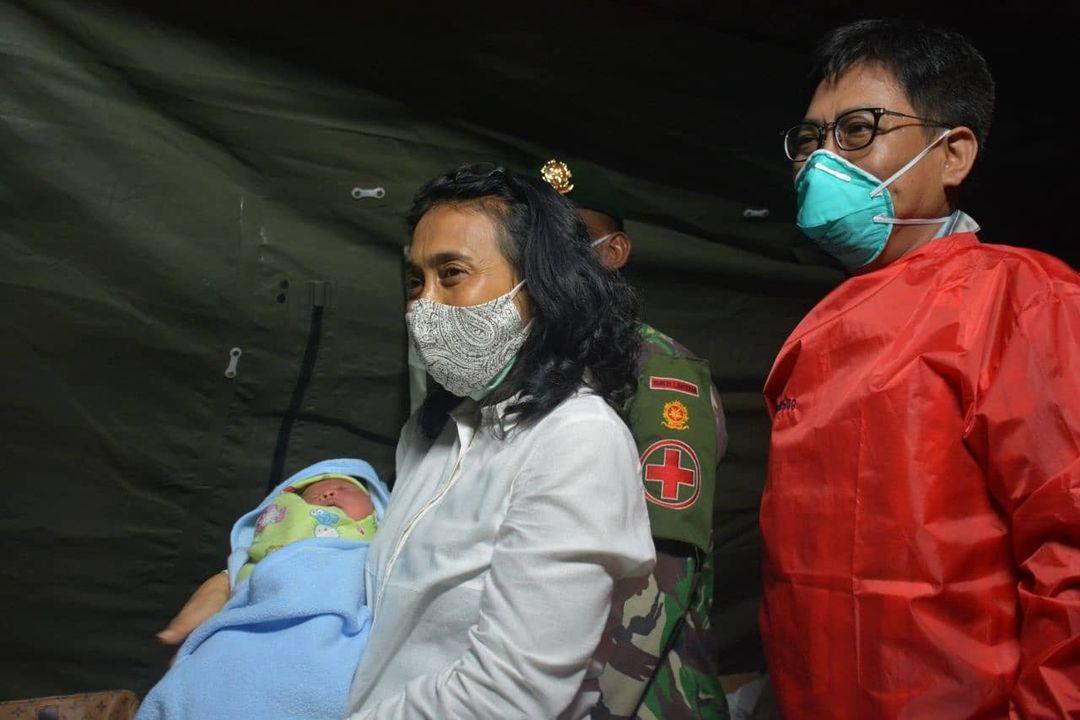 Kunjungan Menteri PPPA ke Rumah Sakit Lapangan Yonkes 2 Divif 2 Kostrad di Sulbar