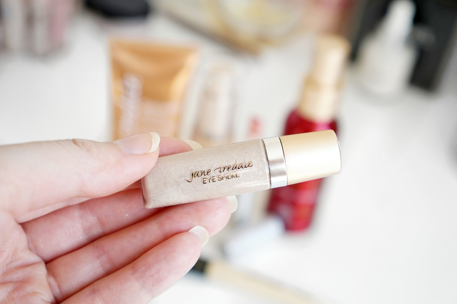 Jane_Iredale_Eye_Shere_Liquid_Eye_Shadow_Champagne_Silk