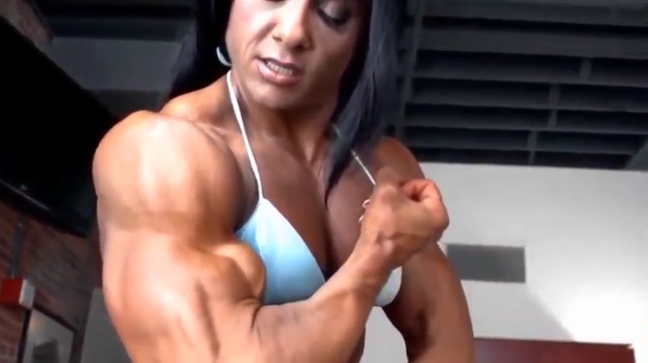 Clip Several Muscle Female bodybuilding Posing and flexing her muscles