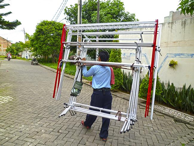 Vendedor ambulante de tendederos en Yakarta