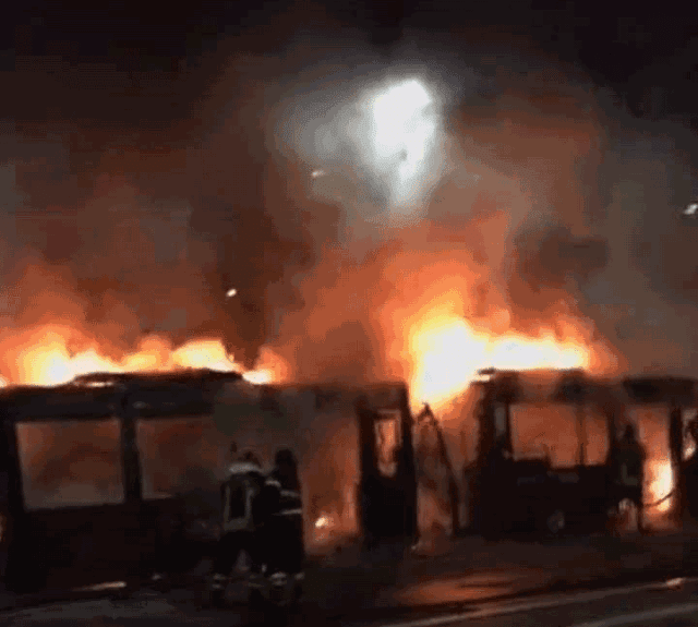 """Il 5 Stelle all'attacco """"Bus a fuoco sono targati Pd"""""""