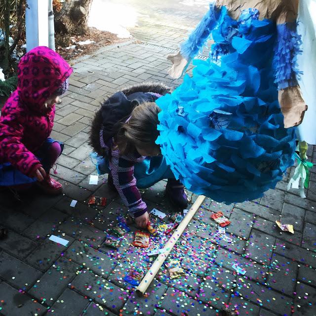 niñas-piñata-Elsa