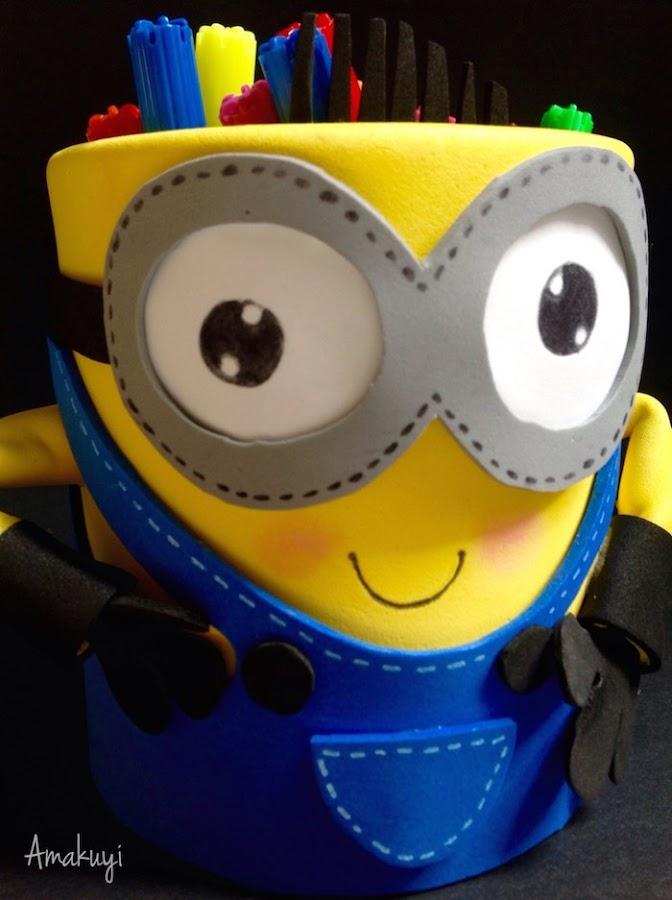 Portalápices Minion hecho con una lata reciclada