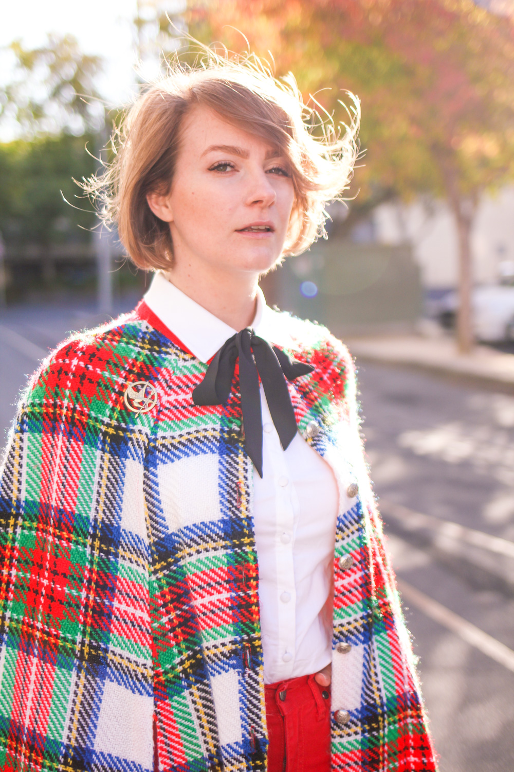 @findingfemme wears tartan cape and red jeans in Ballarat autumn.