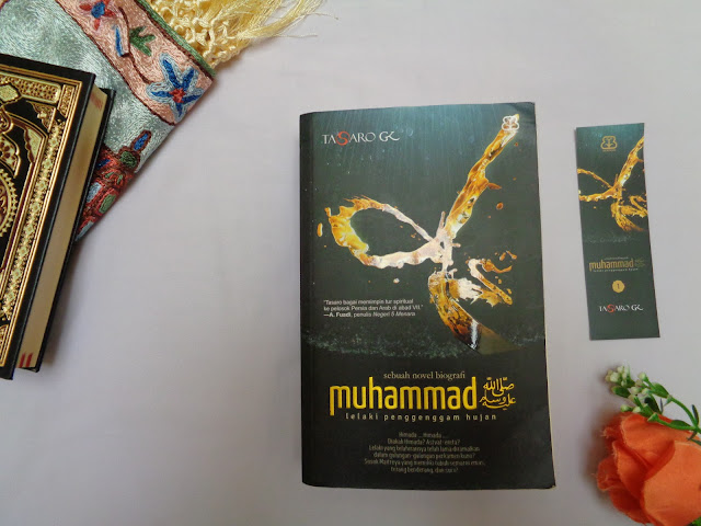 Review Novel Biografi: Muhammad, Lelaki Penggenggam Hujan