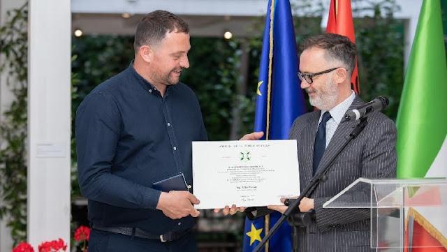 Il presidente Mattarella decora lo chef Altin Prenga come un forte ponte tra Italia e Albania