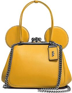 3f935dbc979 Todos os designs foram feitos por artistas da Disney o que resultou em  bolsas e carteiras bem estilizadas