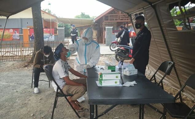 Yon D Pelopor Satbrimob PMJ Sediakan Posko Swab Antigen Gratis Untuk Warga Pulang Mudik